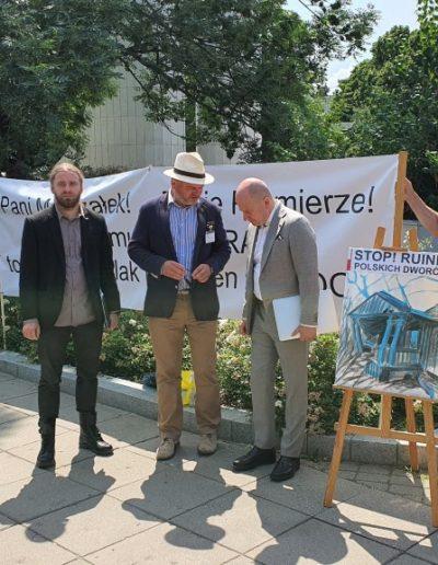 Prezes PTZ M. Schirmer z posłami D. Sośnierzem i B. Wróblewskim